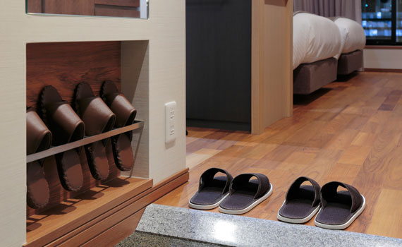 Guest rooms where you can relax comfortably even with bare feet.